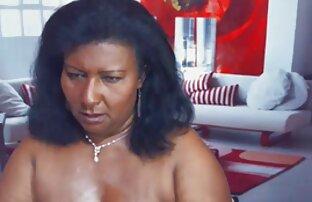 Cioccolatini hanno abbastanza dildo per il divertimento donna video porno del mattino