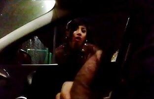 Brunetta masturbarsi mentre driving un porno donna donna auto con un toothbrush