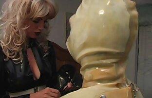 La regina video porno prostitute per strada nera cavalca un mostro erezione